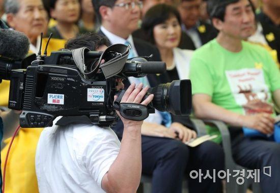 [포토]기림비 동상 제막식 취재하는 일본 기자