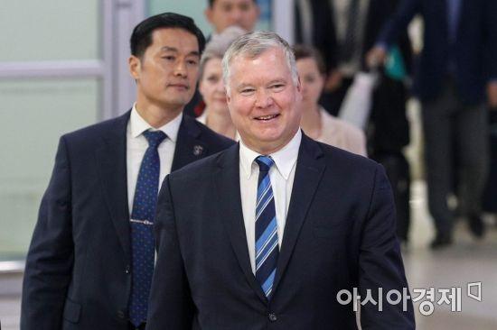 [포토]스티브 비건, 김포공항 통해 입국