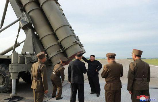 """北 """"세계최강 우리식 초대형방사포 개발…전례없는 기적"""""""