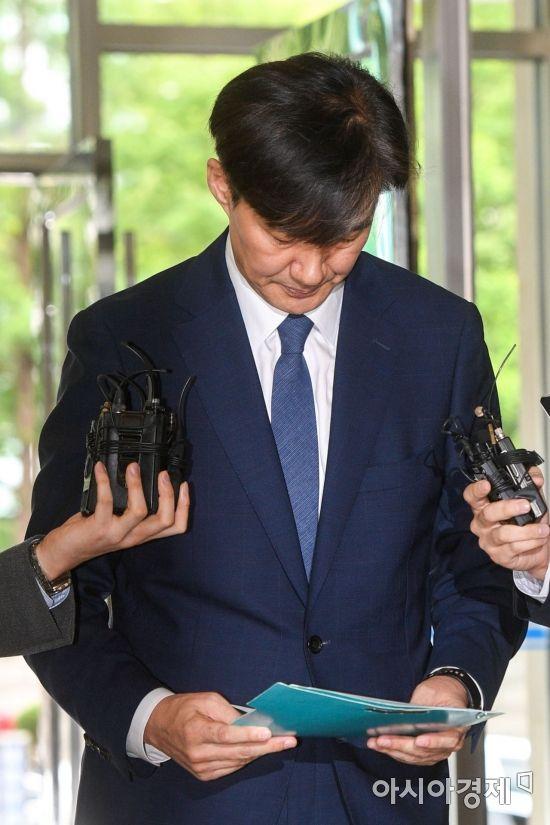 """조국 """"아이문제에 안이해,국민께 송구…짊어진 짐은 내려놓을 수 없다""""(종합)"""