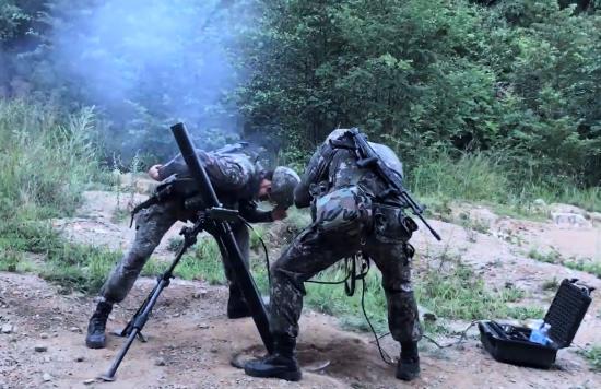 81㎜ 박격포-Ⅱ 사격 장면 (사진=방위사업청)