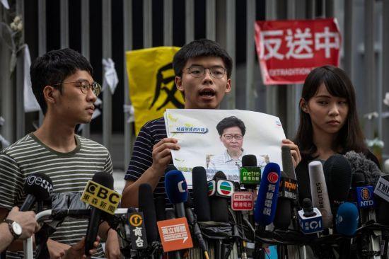 홍콩시위 핵심인사 조슈아웡·앤디찬 체포