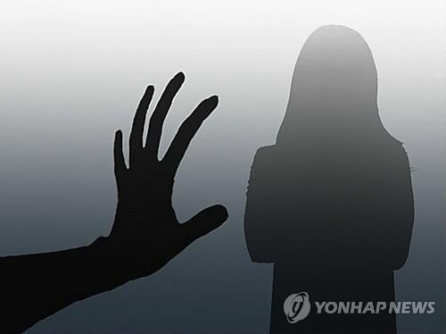 """""""이렇게 해야 천국간다"""" 신도 성폭행·추행한 목사 구속"""