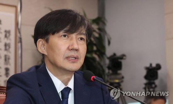 """법무부 간부들, '윤석열 뺀 조국 수사팀' 구성 제안해…尹 """"안 된다"""" 거부"""