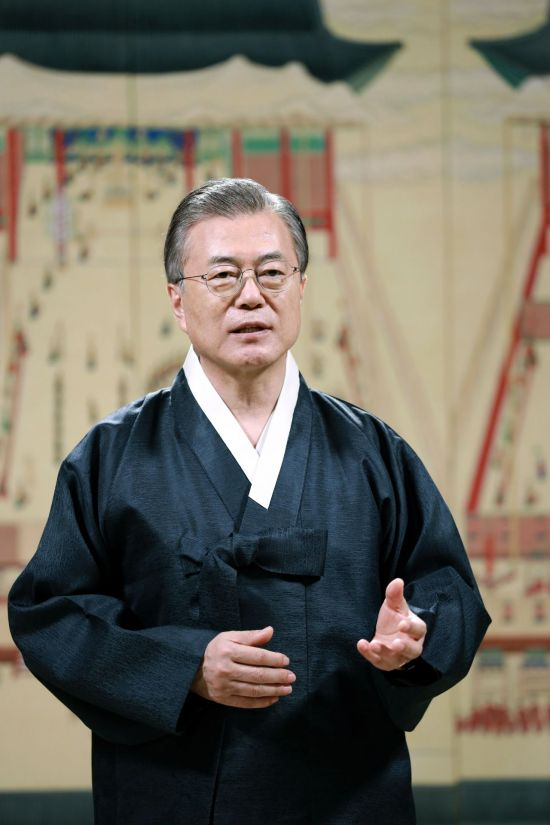 文대통령 국정 지지율 47.2%…조국 임명 후 0.9%p ↑ [리얼미터]