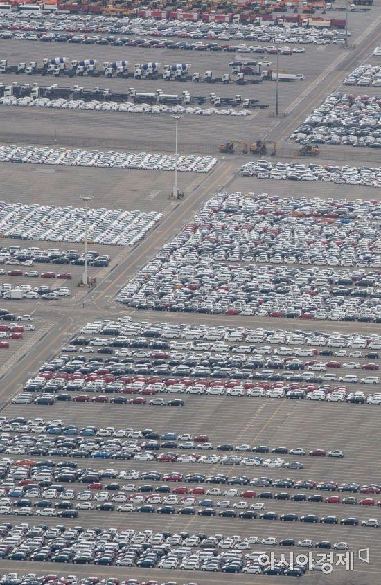 [포토]선적 기다리는 수출 차량
