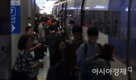 [포토] 귀성열차 오르는 시민들