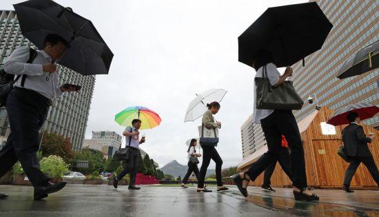 [오늘날씨] 태풍 '타파' 영향…전국 흐리고 비