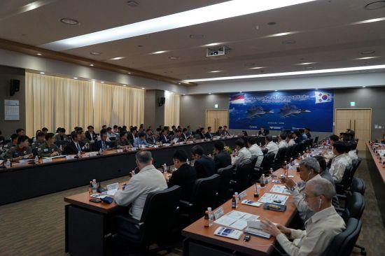 지난 25일 사천 한국항공에서 진행한 한국형전투기(KF-X) 상세설계 검토회의 (사진=방위사업청)