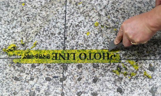 [포토] 박박 긁어서…사라지는 '포토라인'