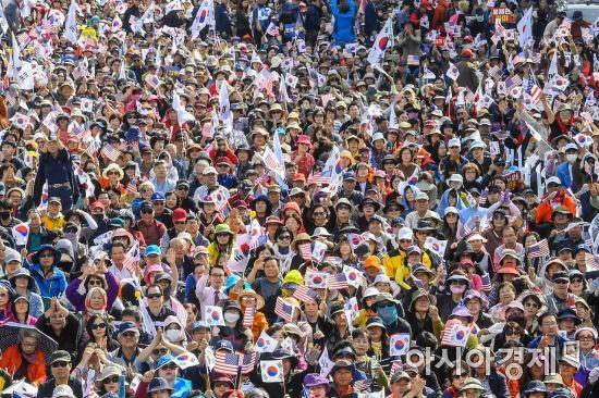 [포토]조국 장관 사퇴 요구하는 보수단체