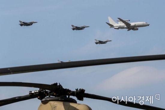 <h1>[포토]시범비행 선보이는 한미공군</h1>