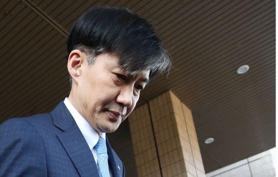 조국 장관 돌연 사퇴 배경은?…검찰수사-여권 지지도 하락 등 주목(종합)