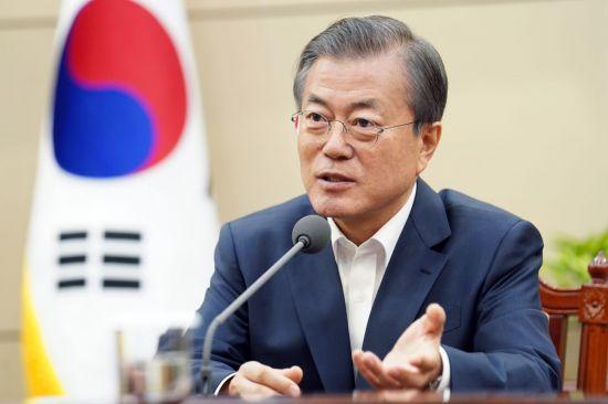 문 대통령 국정 지지율 45%…曺사퇴 후 급상승 [리얼미터]