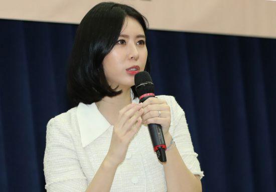 """윤지오 """"계속 진실을 위해 나아가겠다""""…'인터폴 적색수배' 심경 밝혀"""