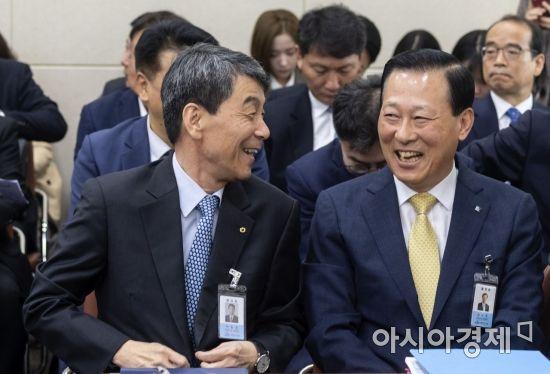 [포토] 국감장에서 활짝 웃는 이동걸·김도진
