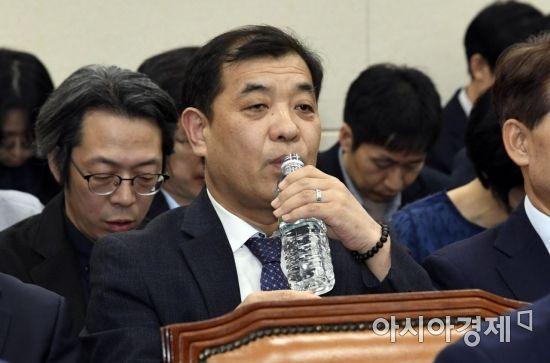 [포토] 물 마시는 이강택 tbs 사장