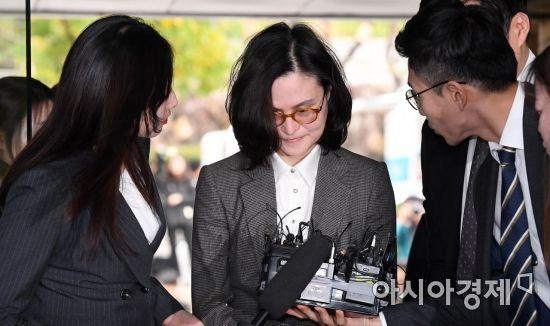 """법정에 선 정경심, 직업 묻자 """"동양대 교수입니다"""""""