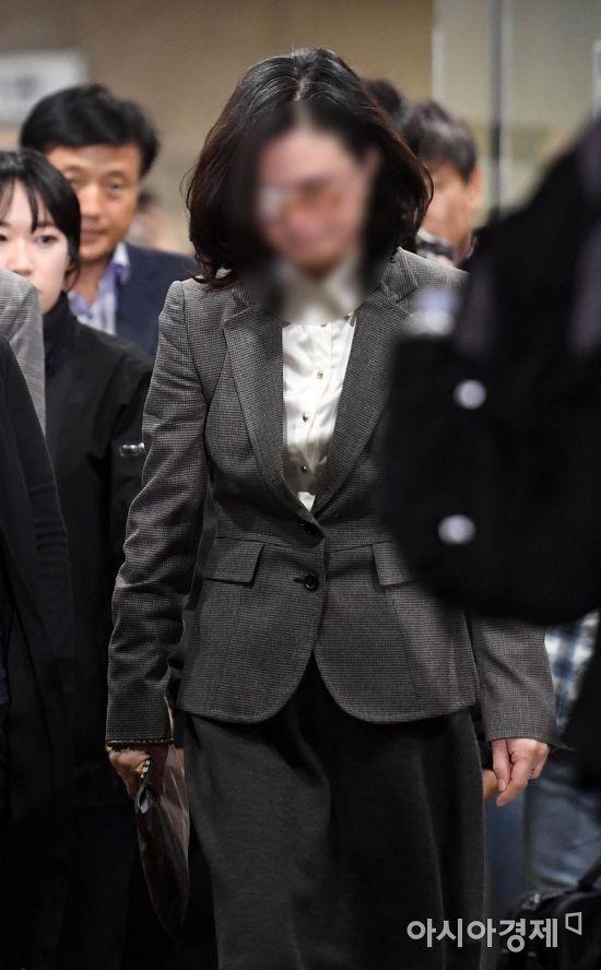 정경심 교수 영장심사 종료…혐의 부인 속 장시간 공방(종합)