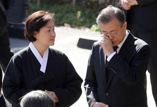 김정은, 문 대통령 모친상 조의문 보내와…어제 판문점 통해(종합)