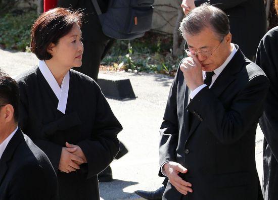 """文대통령 """"母, 영원한 안식…생전에 못간 고향서 6남매 다시 만나길"""""""