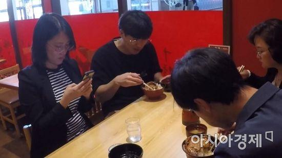 """[오해와 진실] """"물도 안돼요""""…'2만원 한식'으로만 버틴 日 출장기"""