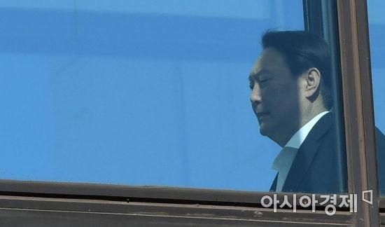 윤석열 총장에 드리운 그림자