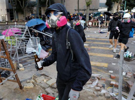 전쟁터 방불케 한 홍콩시위 현장…실탄 가세 진압작전