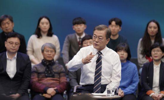 文 지지율 45% 4주째 보합세…지소미아 종료 결정 '잘한 일' 51% [갤럽]
