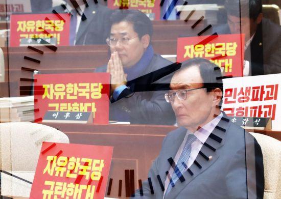 """""""건설은 적폐""""라던 민주당…총선 앞두고 """"SOC, SOS"""""""
