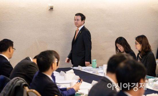 [포토]혁신성장 전략점검회의 참석한 김용범 1차관