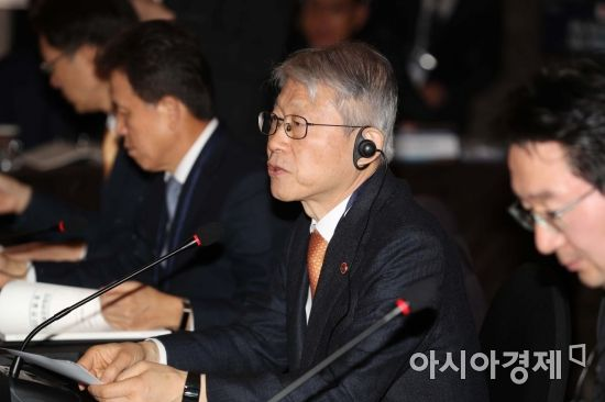 """'코로나19 치료제 후보' 8종 검사해보니…""""에볼라 치료제, 가장 약효 우수"""""""