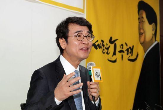 """""""친문 선동 수법, 나치 빼닮아"""" 진중권, 문재인 정권 맹비난"""