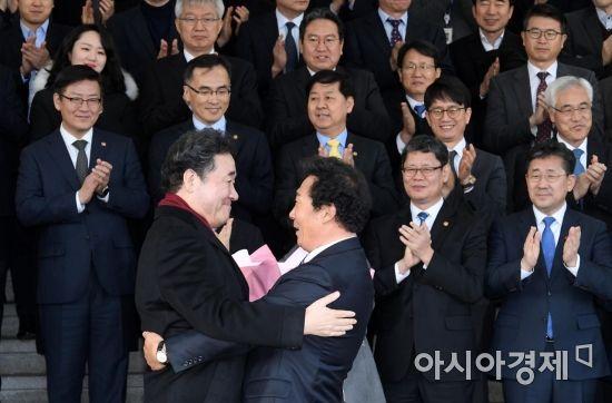 """이낙연 총리 퇴임…""""국가·정부 위해 모든 것 쏟아 노력할 것"""""""