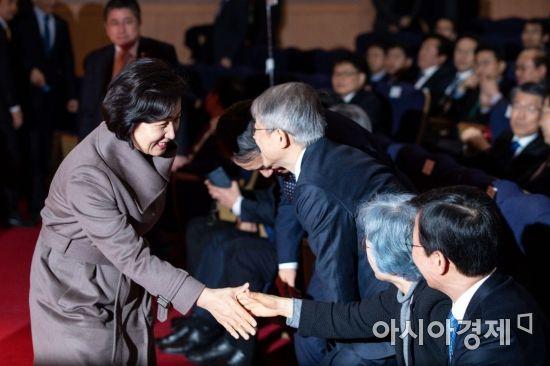 [포토]정세균 국무총리 취임식 참석한 추미애 장관