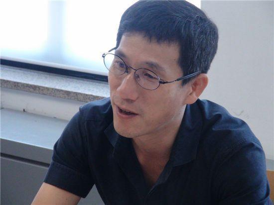 """문석균 불출마…진중권 """"'그 집 사위'도 장인 얼굴 먹칠 그만했으면"""""""