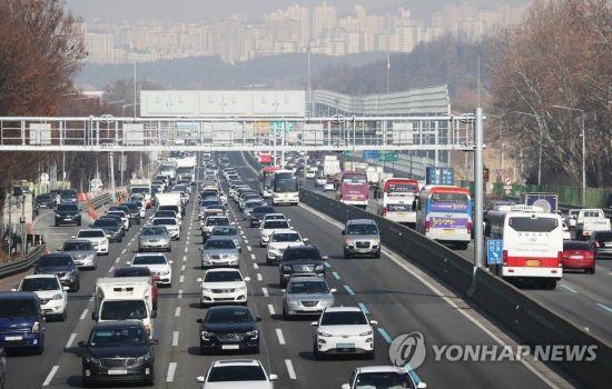 귀성길 고속도로 아직 정체...서울→부산 5시간 10분