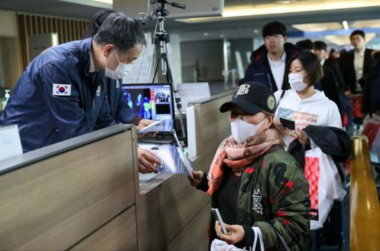"""[르포] """"신종 바이러스, 3중 체크""""…검역 일선 인천공항 가보니"""