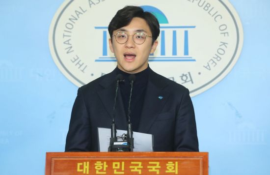 """원종건 '미투' 논란에 진중권 """"조국 주니어…민주당 정체성과 부합"""""""