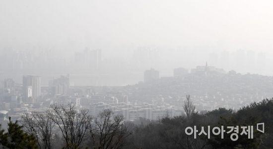 [포토] 포근한 날씨와 미세먼지