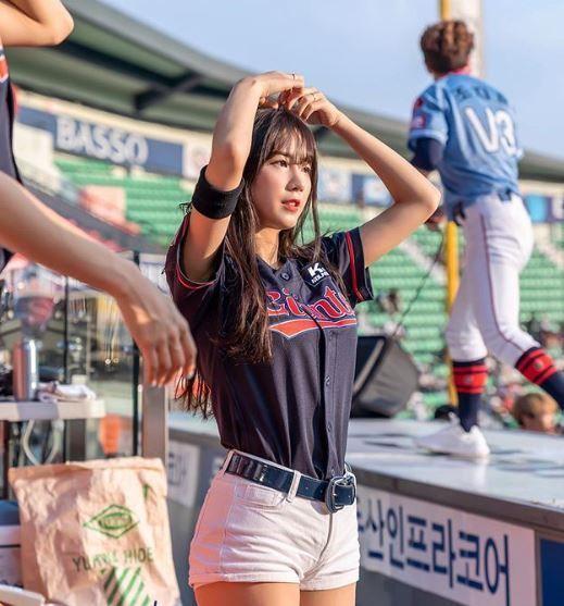 치어리더 안지현, 야구계 유망주 박효준과 열애