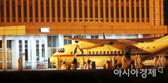 김포공항 도착한 크루즈선 교민