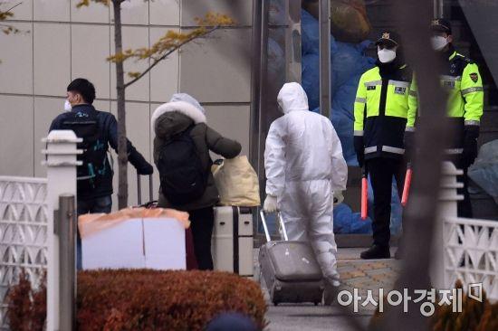 인천 임시생활시설 들어서는 일본 교민들