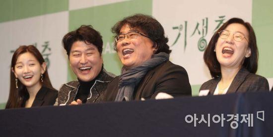 봉준호 감독, 바른손이앤에이와 두 작품 더 만든다