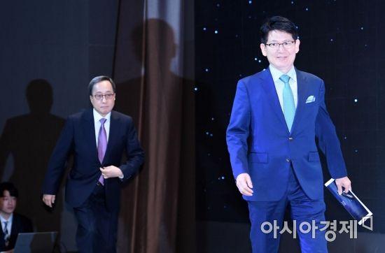 [포토] 기자간담회 참석하는 강성부-김신배