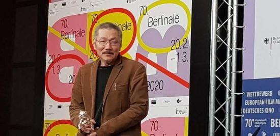 '인트로덕션' 홍상수 베를린영화제 각본상 수상