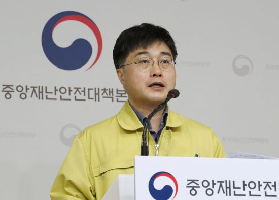 """""""이틀 연속 신규 환자 50명 이하, 긍정적 신호…안심은 안돼""""(상보)"""