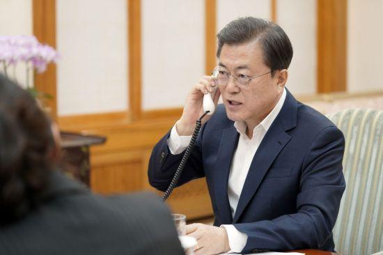 """文대통령, 캐나다 총리 제안으로 통화…""""한국 배우고 싶다"""" (상보)"""