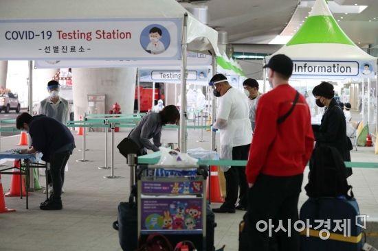 [포토]코로나19 진단 검사에 분주한 공항