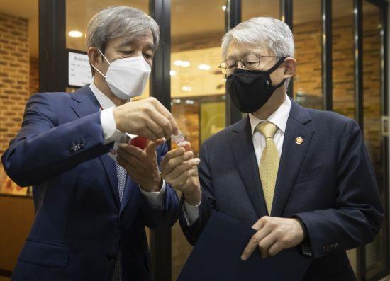 한국산 진단키트 미국서 판매…3개 업체, 美 FDA 사전승인 첫 획득